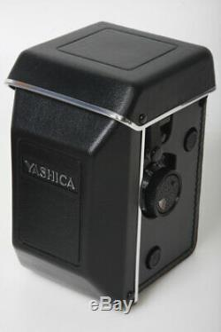 New old stock in box Yashica 124g TLR camera, 80mm lens mint 120 220 yashicamat